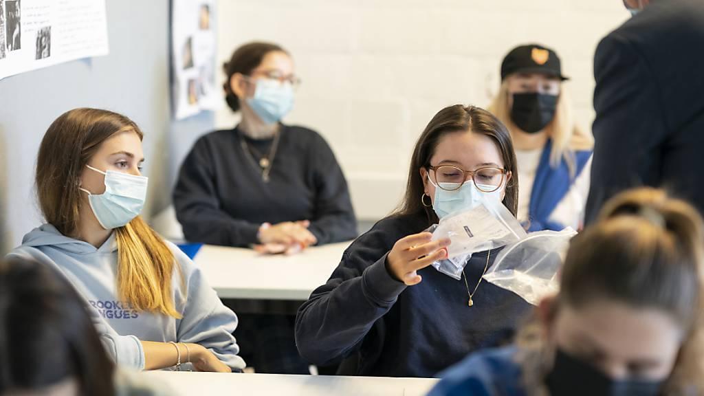 Ab Montag heissts für alle ab der 5. Primarklasse wieder: Maske auf!