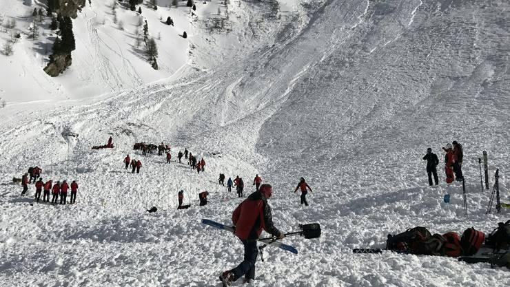 Ein Lawinenabgang im Bereich des Jochgrubenkopfs in Tirol hat vier Todesopfer gefordert.