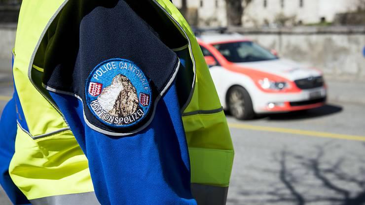 Ein 32-jähriger Walliser ist diese Woche an den Folgen eines Unfalls mit einem Elektro-Trottinett verstorben, wie die Kantonspolizei Wallis am Samstag mitteilte. (Themenbild)
