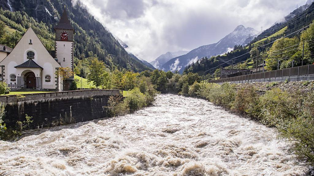 Erdrutsche im Klöntal und nahe Saint-Saphorin