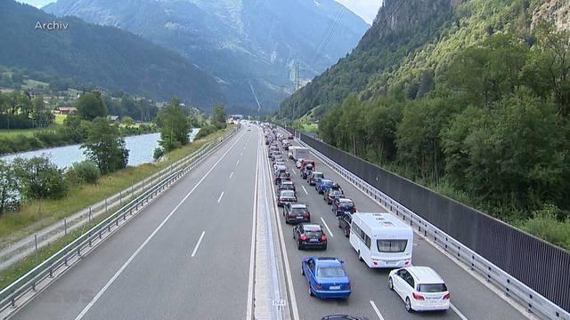 Riesenwelle in den Süden: 11 Kilometer Stau am Gotthard