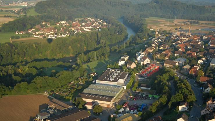 Die Gemeinden Birmenstorf (rechts im Bild) und Mülligen, rechts und links der Reuss.
