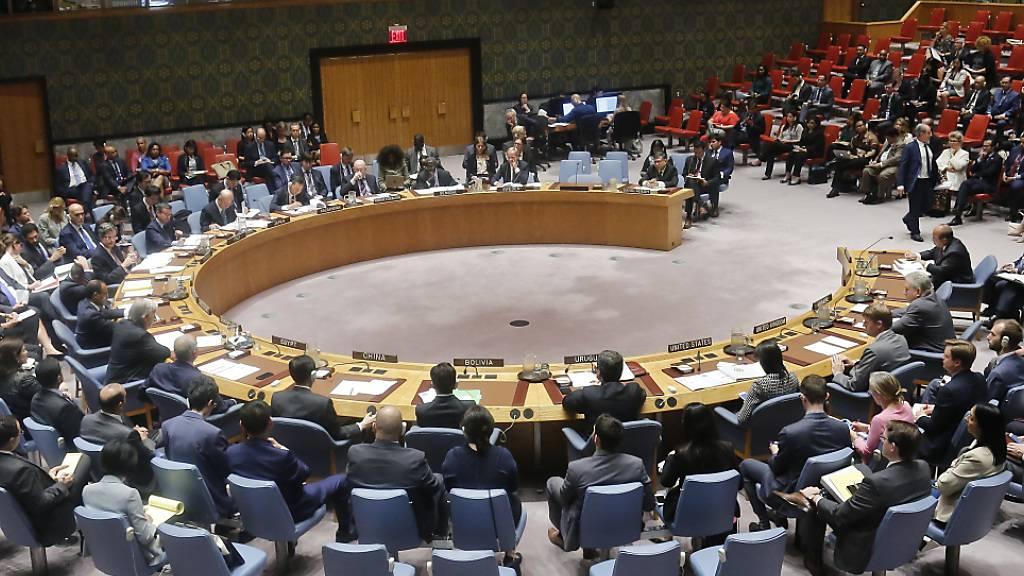 ARCHIV - Der UN-Sicherheitsrat kommt im UN-Hauptquartier in New York anlässlich der Rohingya-Krise in Myanmar zusammen. Foto: Bebeto Matthews/AP/dpa