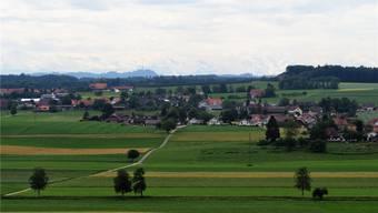Blick von Norden auf das Dorf Messen, das im Limpachtal ein eigenständiges Zentrum bleiben will.