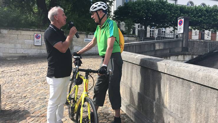 Sogar Léon Borer, ehemaliger Polizeikommandant, lief Jürgen vor das Mikrofon.Einige Tipps wird sich Jürgen bestimmt merken.