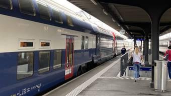 Tatort Bahnhof Killwangen-Spreitenbach: Auf dem Perron flogen in der Juli-Nacht die Fäuste. (Archivbild)
