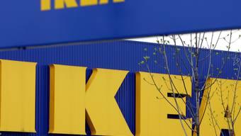 Beim Möbelriesen Ikea kommt es zu einem Wechsel an der Spitze: Jesper Brodin übernimmt von Peter Agnefjäll den Posten des Konzernchefs.