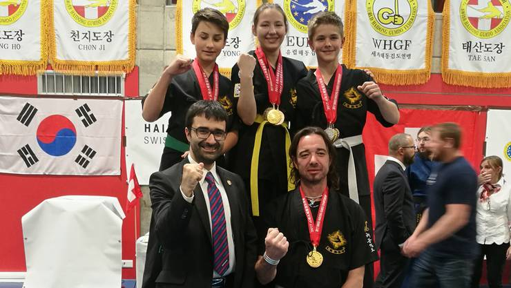 Erfolgreich und stolz: David Meinert, Katherine Waller, Basile Gardelle (oben, v.l.), Trainer Antonio Cardoso und Gunnar Kittelmann (unten, v.l.).