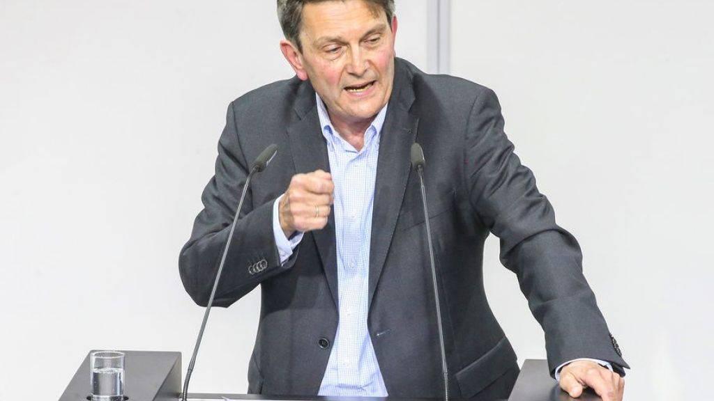 Rolf Mützenich, kommissarischer Vorsitzender der SPD-Fraktion im deutschen Bundestag, will das Amt behalten und Ende September zur Wahl antreten. (Archivbild)