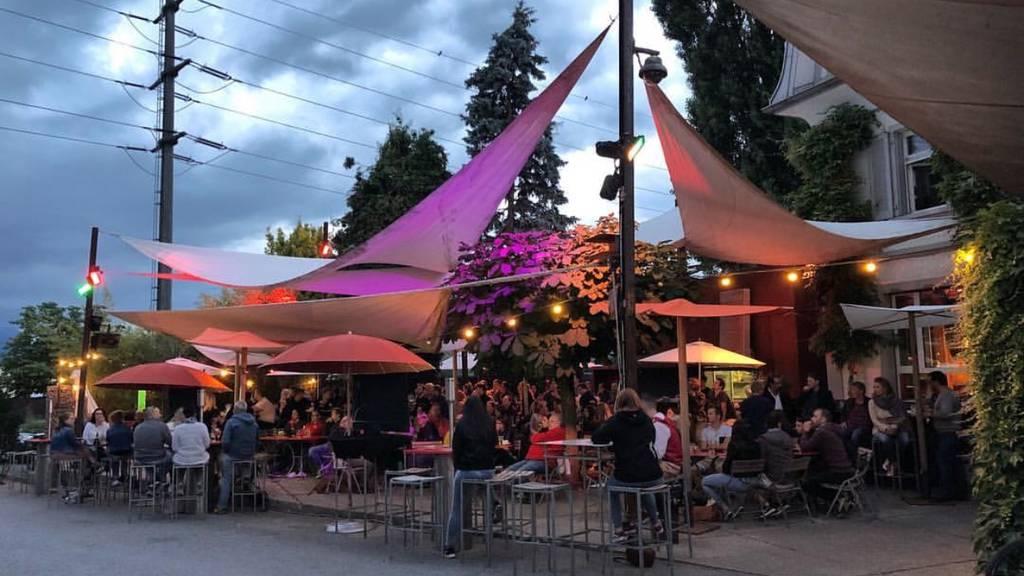 Vorarlberger umgehen Sperrstunde und feiern im Rheintal