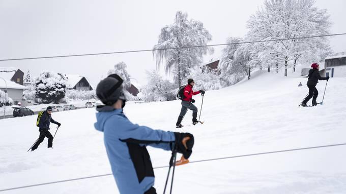 Am Dienstagabend erfährt die Bevölkerung, ob der Dietiker Skilift am Mittwoch erneut läuft.