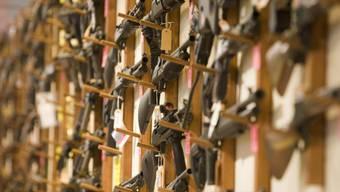 Die EU will Privatpersonen den Kauf von Waffen erschweren. Als Schengen-Mitglied muss die Schweiz nachziehen. (Archivbild)