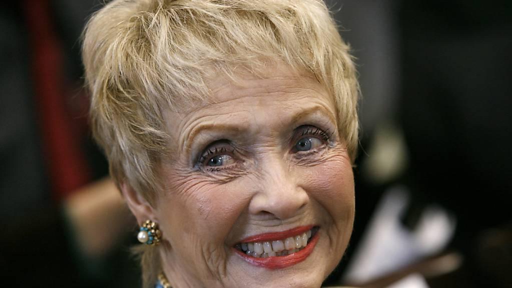 Jane Powell, US-Schauspielerin, während einer Anhörung des Haushaltsausschusses des Repräsentantenhauses über die Bedeutung öffentlicher Investitionen in die Kunst. Powell ist am 16. September im Alter von 92 Jahren in ihrem Haus im US-Bundesstaat Connecticut gestorben.