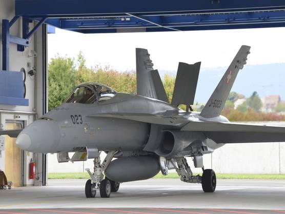 Zwei F/A-18-Kampfjets haben am Dienstag bei einem Einsatz über dem Kanton Aargau mit lautem Knall die Schallmauer durchbrochen. (Symbolbild)