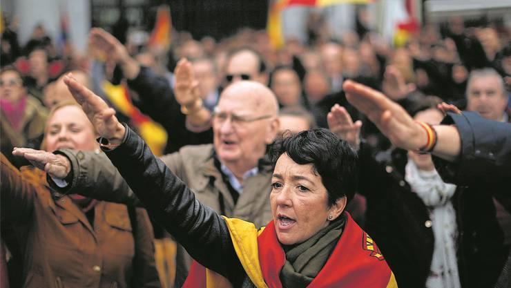 Spanien heute: Franco-Verehrer feiern ihr Idol.