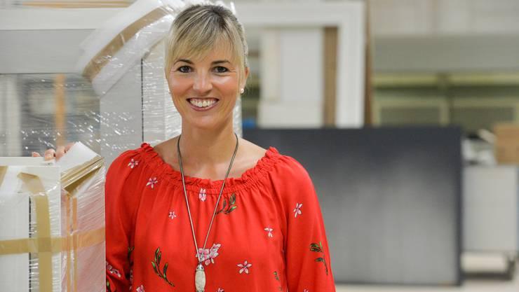 SVP-Nationalrätin Diana Gutjahr in der Produktionshalle der Ernst Fischer AG in Romanshorn.