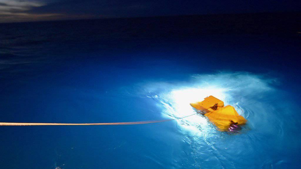Kann bis zu sechs Kilometer tief tauchen: Der US-Unterwasserroboter Atlantis im Einsatz vor der argentinischen Küste.  (Archivbild)
