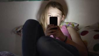 «Wenn ich jetzt kein versautes Video von Dir kriege, versende ich die Fotos, die ich schon habe, an alle Deine Facebook-Freunde»: Damit versuchte Roger M. von jungen Mädchen pornographische Bilder zu bekommen. (Symbolbild)