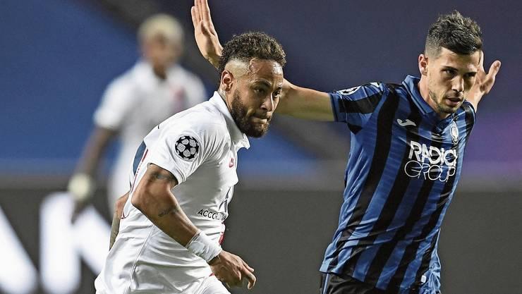 PSG-Stürmer Neymar im Zweikampf mit dem Schweizer Remo Freuler.