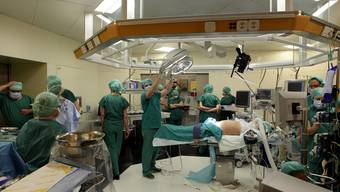 Das Kinderspital Zürich bei einer Operation an einem Fötus