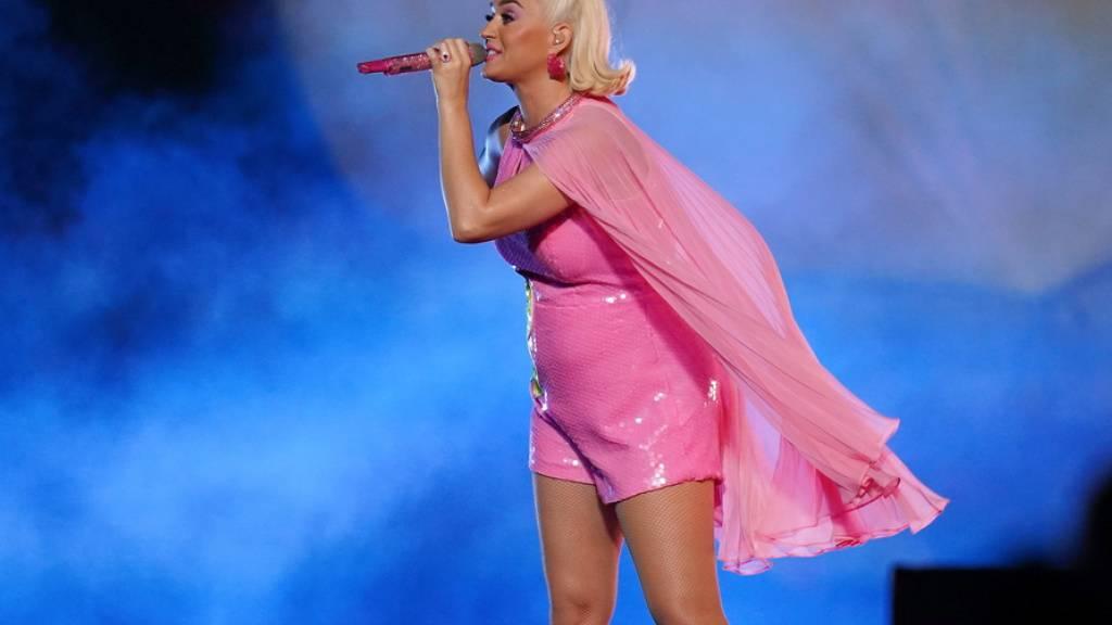 Baby und Album kommen bald: Die schwangere US-Sängerin Katy Perry hat die erste Single zu ihrem neuen Album veröffentlicht.