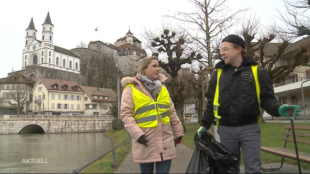 Versöhnungsaktion: Aargauer Grossräte sammeln zusammen Abfall