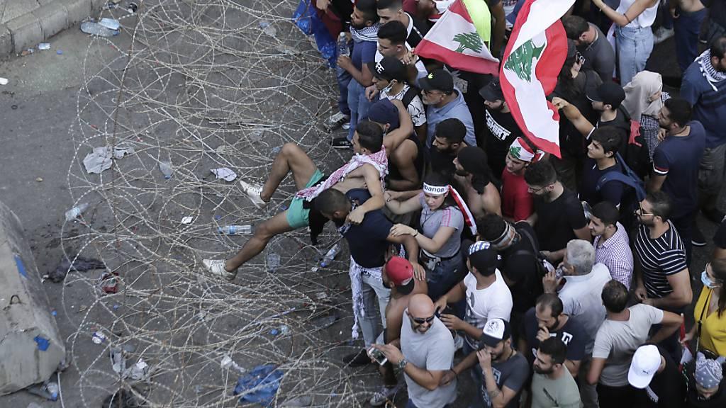 Erneute Proteste im Libanon - Premier sucht nach Lösung