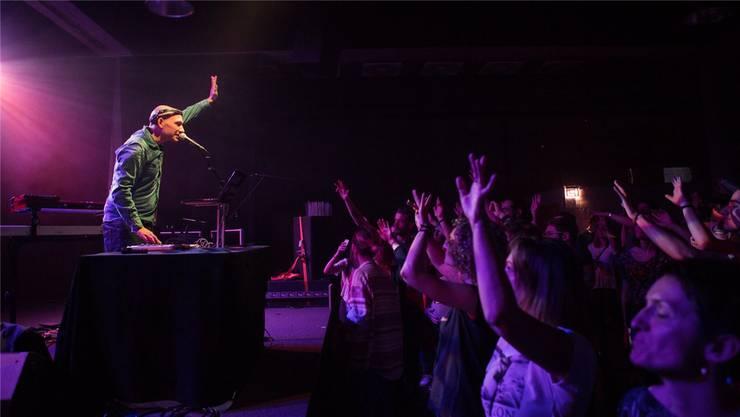 «Karibische Musik ist nach wie vor sehr beliebt.» Lukie Wyniger beim Auftritt im Grand Casino Basel, im Vorprogramm von Reggaesänger Naâman.
