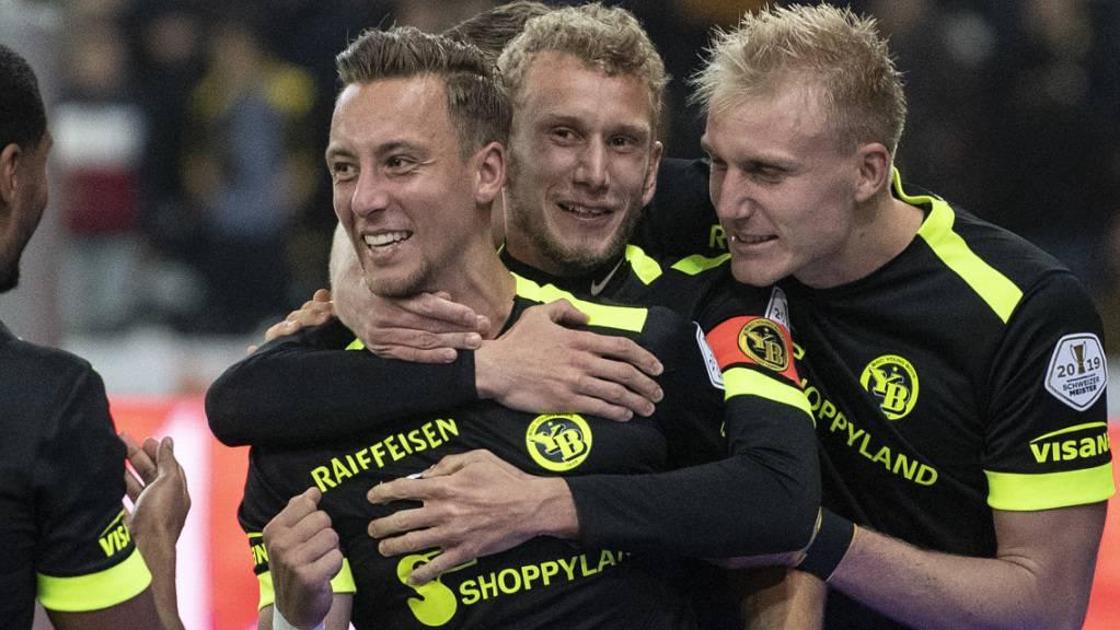 Nicolas Bürgy (links) wird von Fabian Lustenberger (Mitte) und Frederik Sörensen zum Treffer beglückwünscht