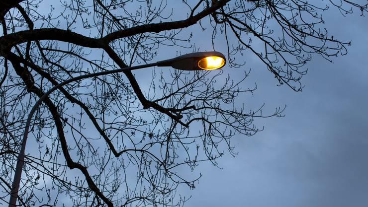 Am Mittwoch bleiben die Strassenlampen den ganzen Tag über hell. (Symbolbild)