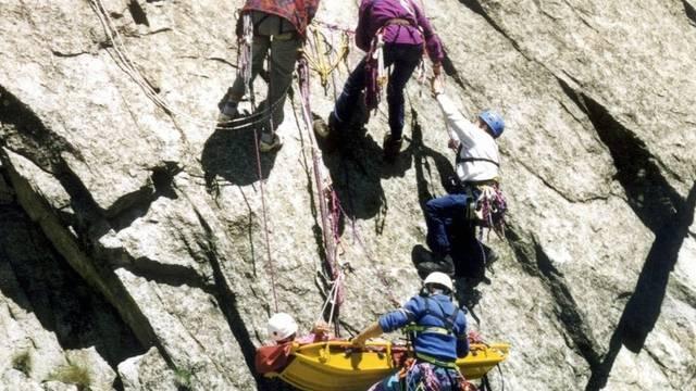 Rettungsaktion am Berg: Die Zahl der Bergunfälle nimmt stark zu (Archiv)