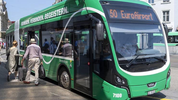 Busbetriebe fürchten wegen des SBB-Lokführermangels um ihre Chauffeure. Bild: KEY