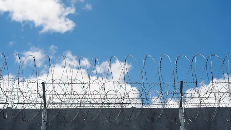 Hinter Gefängnismauern besteht gemäss einer Studie die Gefahr einer islamistischen Radikalisierung von Häftlingen. (Archivbild)