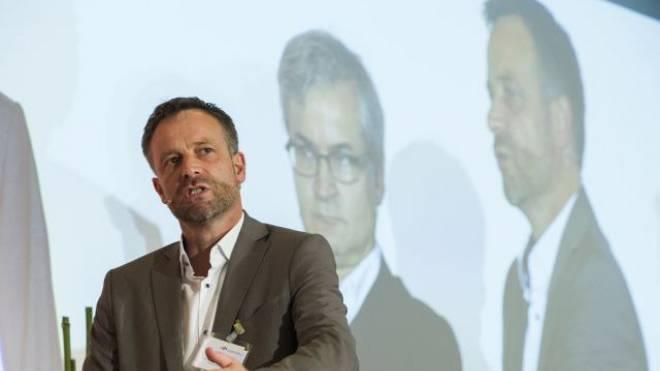 Alter und neuer NZZ-Chefredaktor? Der geschasste Markus Spillmann (vorne) und Markus Somm (im Hintergrund) am Verlegerkongress 2014.