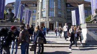 Studierende an der Universität Zürich (Archiv)
