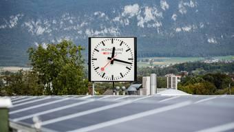 Solaranlage auf dem Dach der Mondaine Watch Ltd