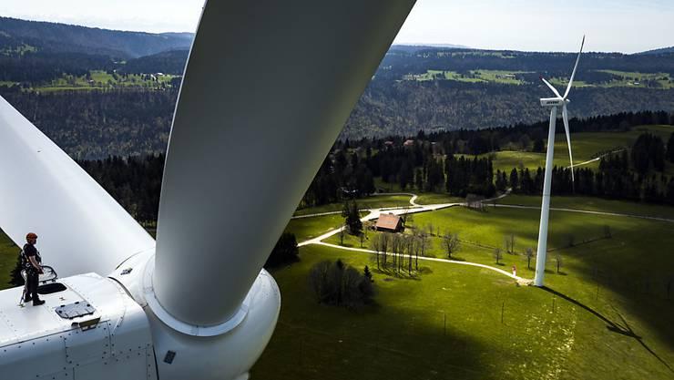 Die Stromproduktion durch Windenergie fristet in der Schweiz ein Mauerblümchen-Dasein. (Archiv)