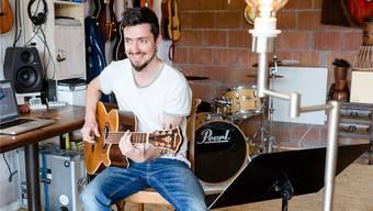 Benno Ernst alias Niño in seinem eigenen Tonstudio, genannt «Schall Eh».