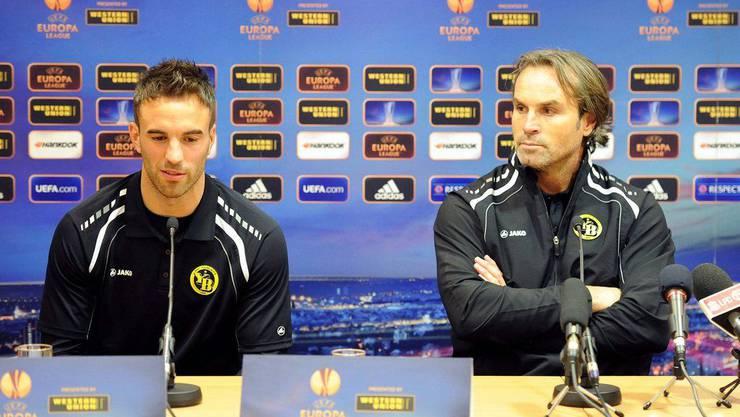 Trainer Rueda und Spieler Scott Suter bei der Pressekonferenz