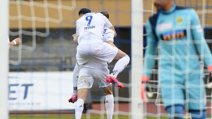 Andi Zeqiri und Noah Loosli feiern gegen Kriens den Treffer zum 1:0