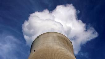 Der Kühlturm des AKW Leibstadt: Die Kosten für die Stilllegung der Schweizer Atomkraftwerke steigen gemäss einer neuen Schätzung weiter.