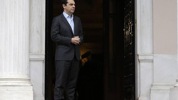 Der griechische Ministerpräsident Alexis Tsipras rutscht deutlich in seiner Popularität ab. (Archivbild)