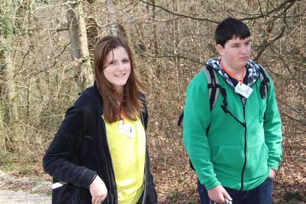 Stefanie und Nico, zwei Jungleiter, warten auf ihren Einsatz