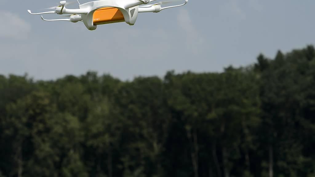Geht es darum, einen Strecke mit einer Drohne möglichst schnell abzufliegen, waren menschliche Piloten bisher ungeschlagen. Ein Algorithmus der Uni Zürich soll das nun ändern. (Symbolbild)