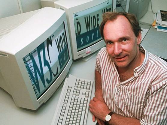 Als Hauptnutzer sah er die Forschergemeinde, doch nutzt mittlerweile fast jeder zweite Mensch auf der Welt das Internet .