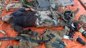 Die Bilder des Leichnams gingen um die Welt. Der Kommunikationsarm von Al Shabaab veröffentlichte sie am Montag auf seinem offziellen Twitter-Account.