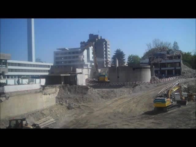 Auf der Baustelle für den Neubau des Spitals Limmattal geht etwas