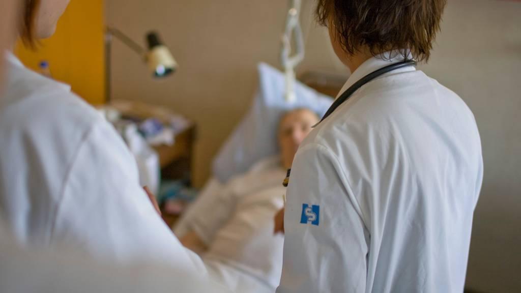 Ist eine Operation notwendig oder reicht eine Physiotherapie? Darüber sind sich Ärzte nicht immer einig – zum Leidwesen der Patienten.