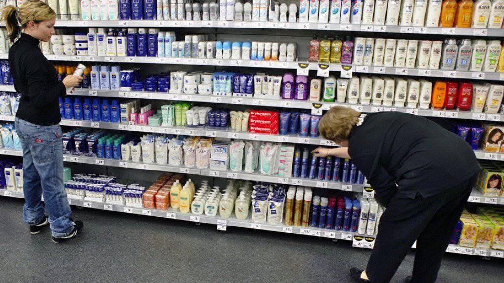 Mit einer Initiative will eine breite politische Allianz gegen die Hochpreisinsel Schweiz vorgehen. Deutlich teurer als im Ausland sind in der Schweiz etwa Körperpflegeprodukte. (Symbolbild)