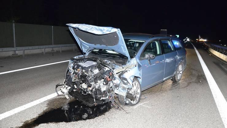 Weshalb das Auto in die Mittelleitplanke prallte ist noch nicht restlos geklärt.